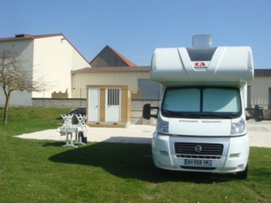 Aire de camping Car - Verneuil