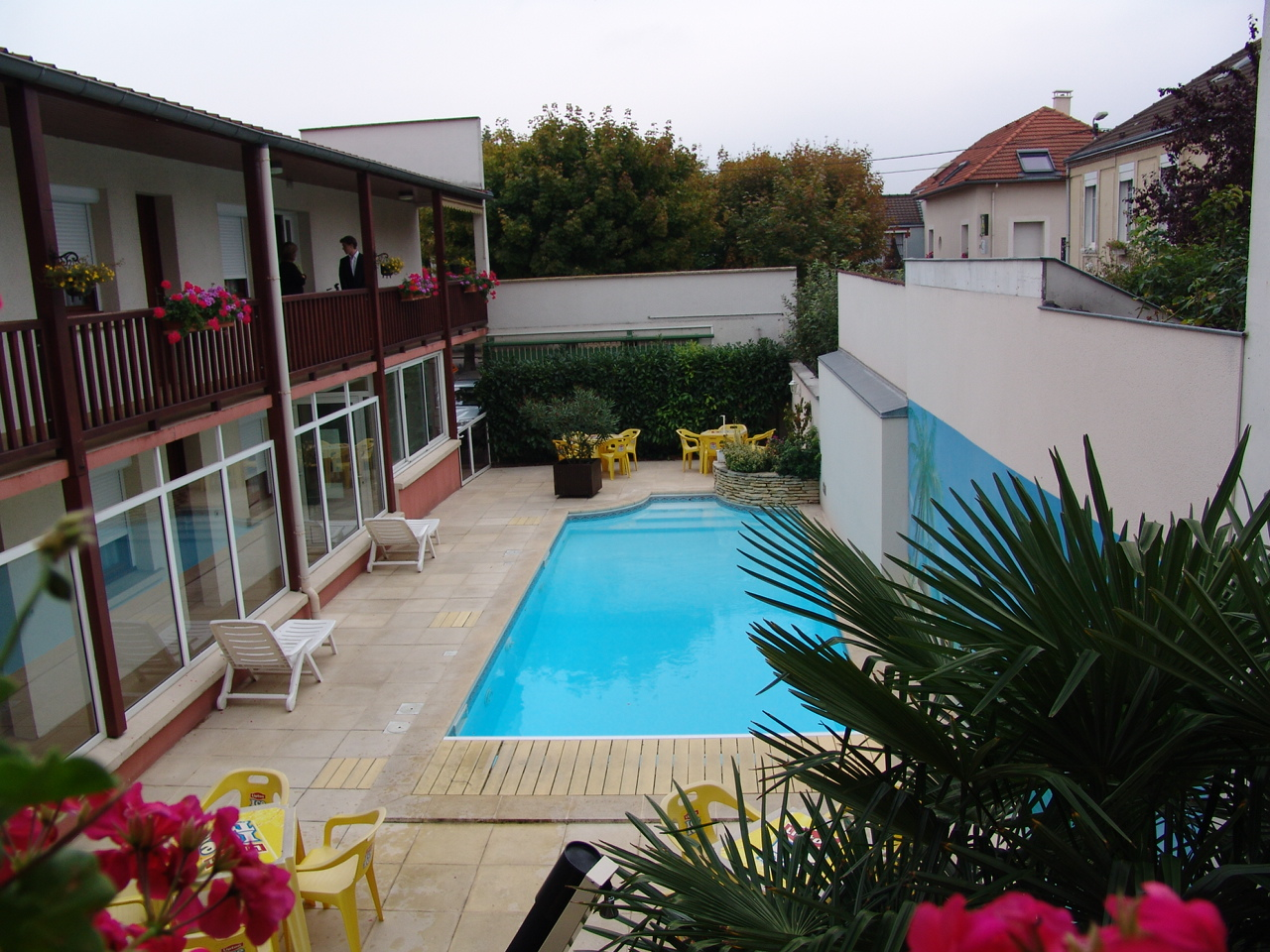 H tel au tambour reims for Ouverture piscine reims